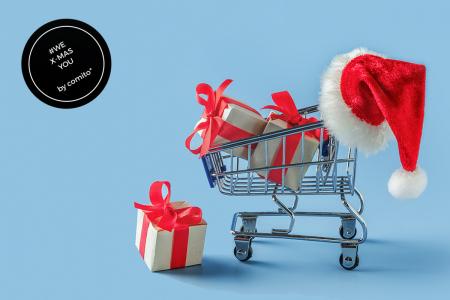 Einkaufswagen mit Weihnachtsgeschenken